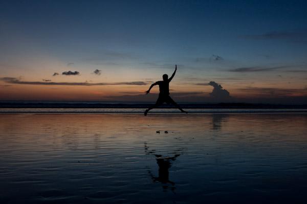 g slam dunking on the beach, Bali