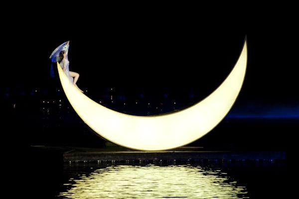 Woman dancing on the moon in Liu Sanjie