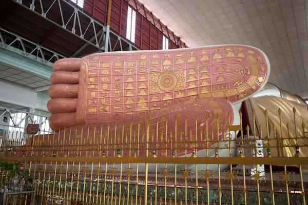 Chaukhtatgyi Paya Buddha's Feet
