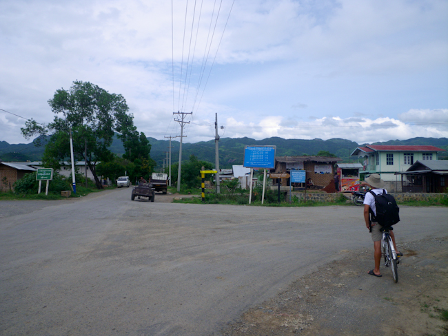 Intersection in Nyaung Shwe to Turn to the Winery